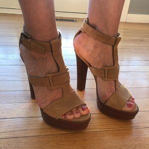Ralph Lauren EU size 38,5 beige suede heels